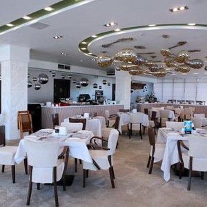 Главный ресторан отеля Аквамаарин